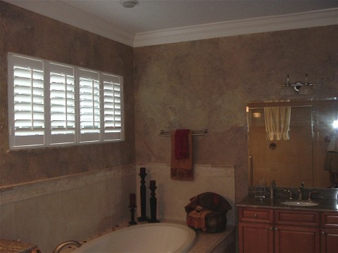 Decorate with bamboo wallpaper for Bamboo bathroom decorating ideas